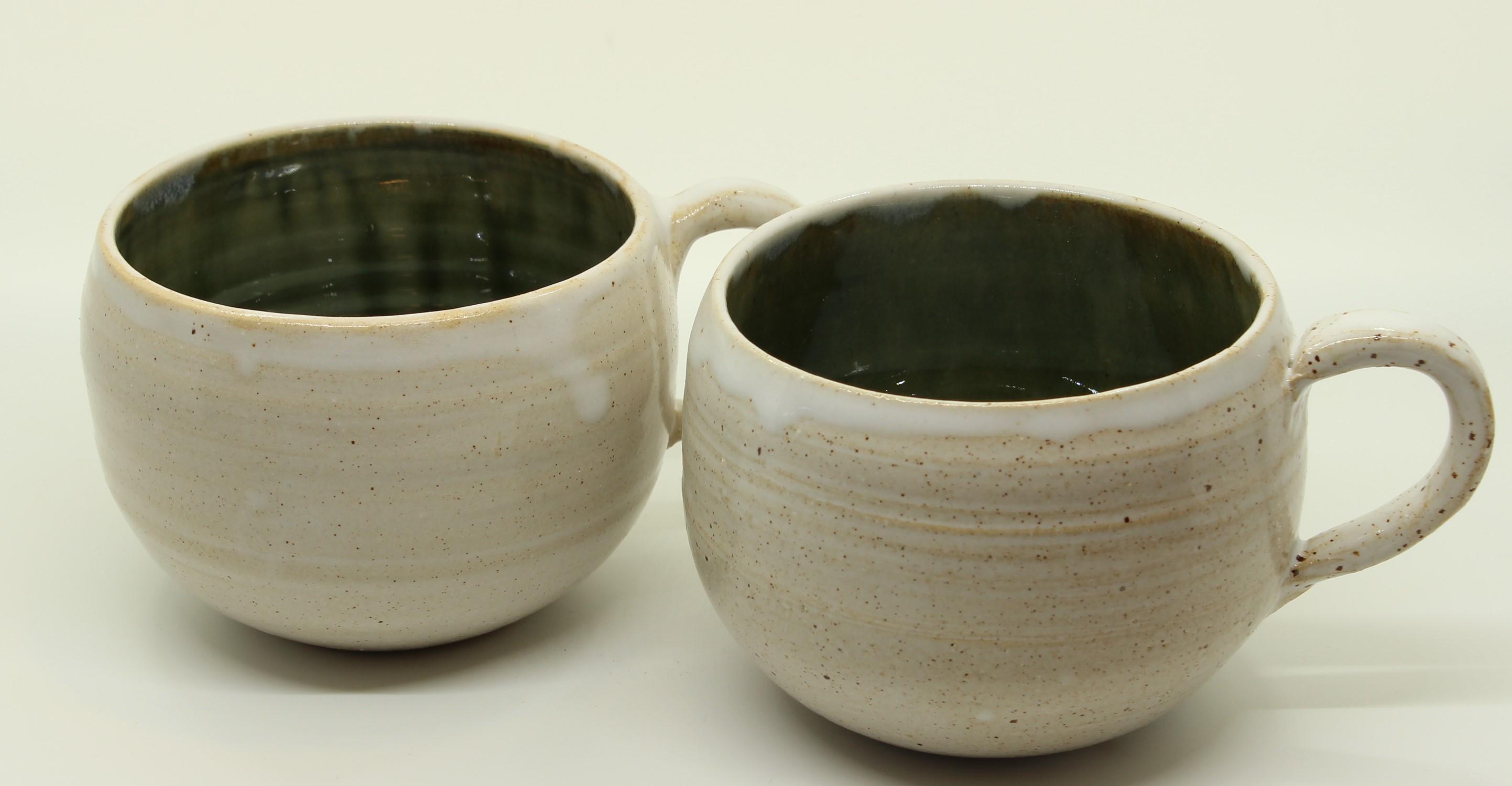 2 runde Tassen - weiß - grün-blau