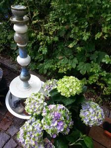 Gartenbrunnen Keramik blau weiß