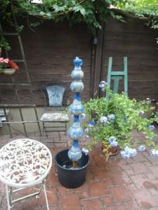 Brunnen Säule in blauer Keramik von Brigitte Lang in Rauenberg