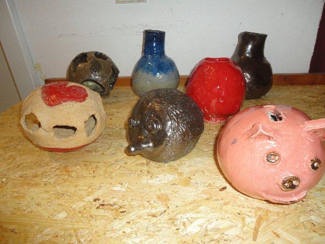 Töpferkurse - Keramikarbeiten von Kindern - Sparschwein - Igel - Windlicht - im Atelier von Brigitte Lang in Rauenberg