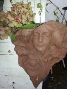 pot de fleur en tête de femme - style Mucha - art nouveau