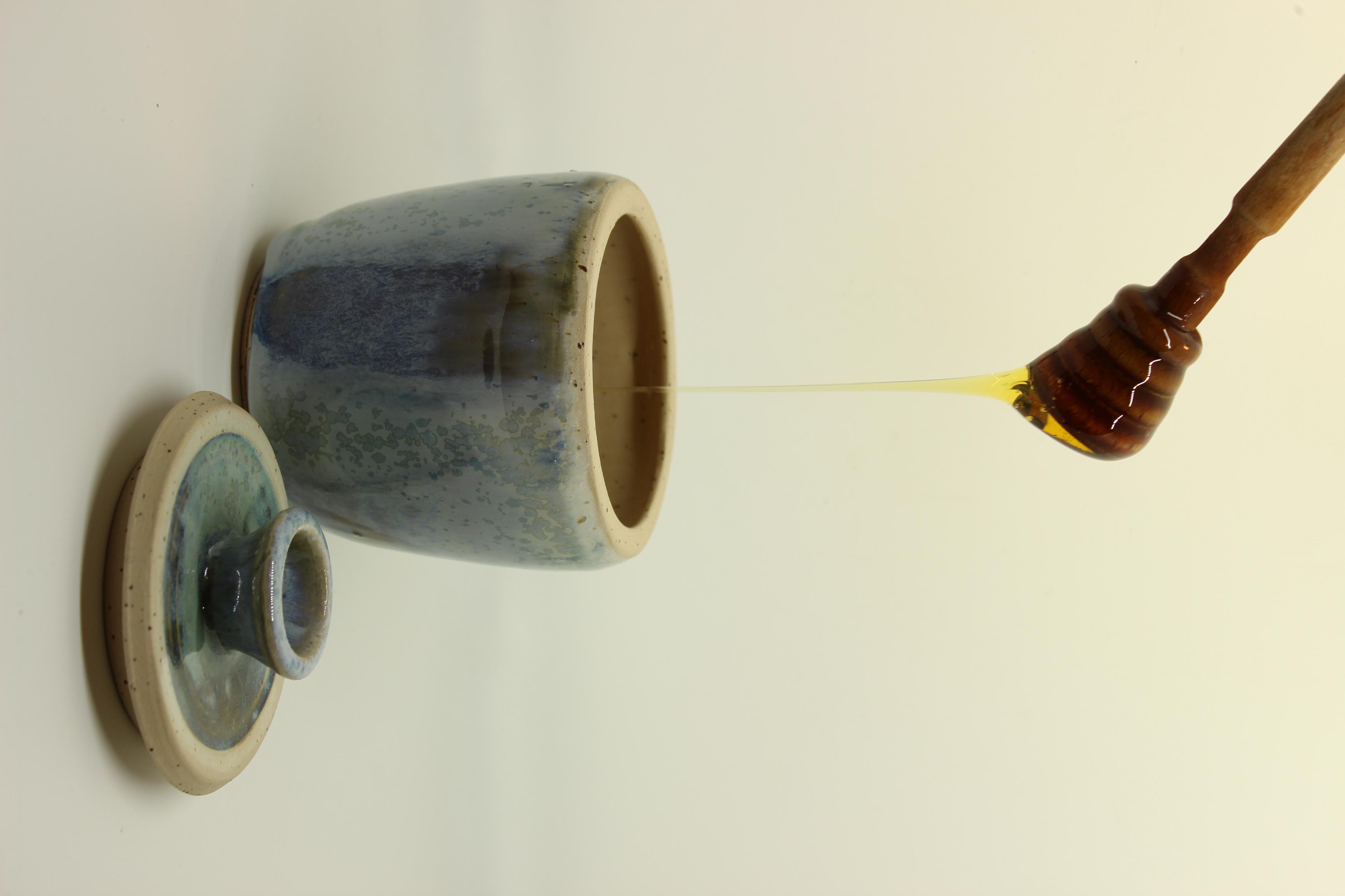 Honigtopf hellblau mit Holzlöffel