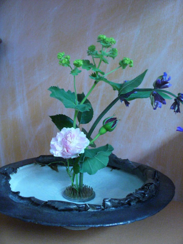 Schale mit Steckigel Kenzan Keramik Bronze weiß