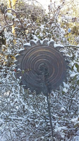 Spirale Bronze im Schnee - frostfest - Brigitte Lang in Rauenberg