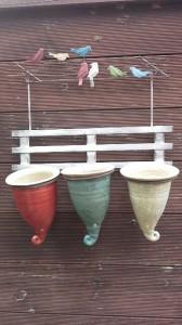 Drei Keramiktöpfe an der Vogelleine