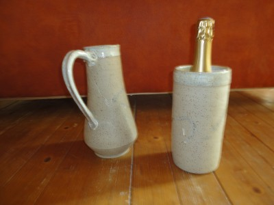 cruche et pot à bouteille en céramique