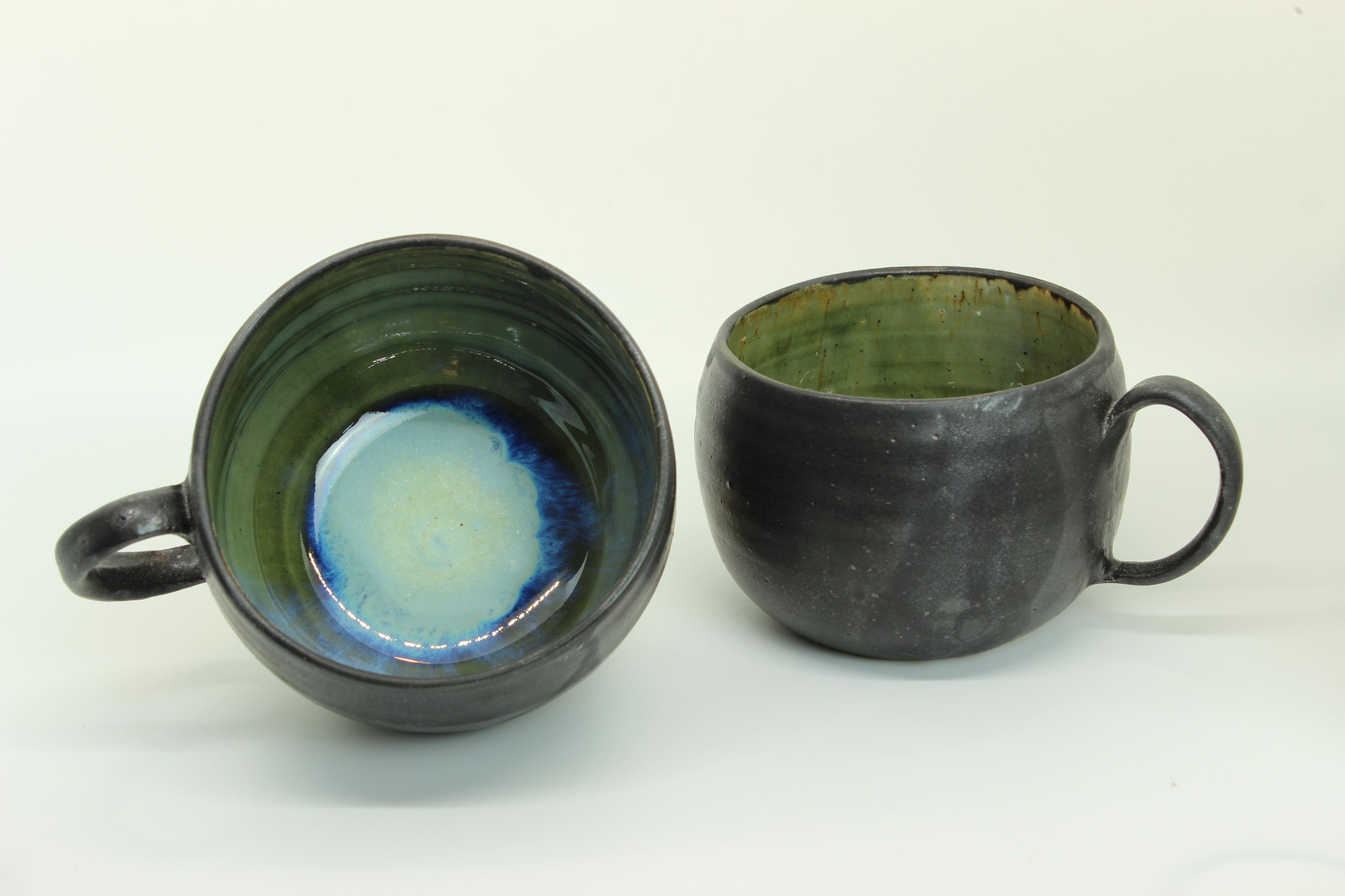 runde Tasse - schwarz - grün-blau von Keramik-Atelier Brigitte Lang