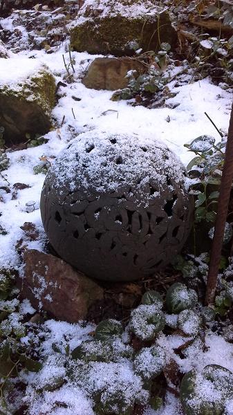 schwarze Keramikugel frostischer