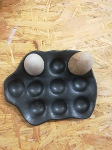 10er Eierschale schwarz von Keramik-Atelier Brigitte Lang in Rauenberg