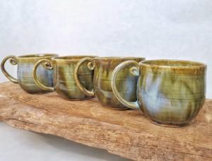 runde Tassen mit eingerolltem Henkel von Keramik-Atelier Brigitte Lang in Rauenberg