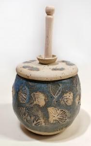 Honigtopf mit Gingkoblatt von Keramik-Atelier Brigitte Lang in Rauenberg