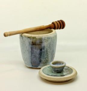 Honigtopf grün-blau mit Holzlöffel von Keramik-Atelier-Brigitte-Lang in Rauenberg