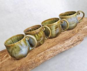 runde Tasse mit eingerolltem Henkel grün-blau von Keramik-Atelier Brigitte Lang in Rauenberg