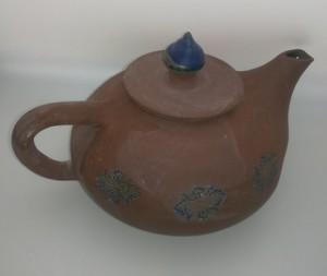 Teekanne roter ton - blau von Keramik-Atelier Brigitte Lang in Rauenberg